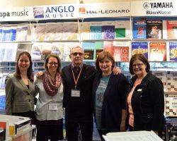 Am Stand von Hal Leonard